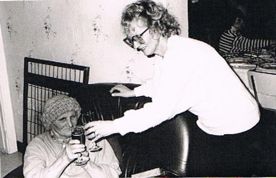 Mariska en haar moeder Antonina tijdens Kersmis (1985)