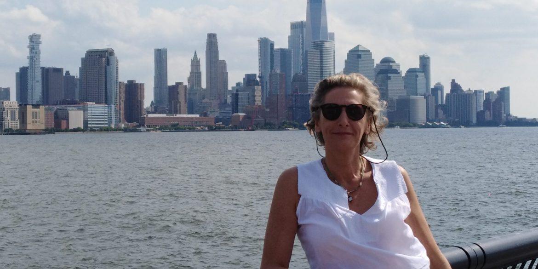 Lut (57) met skyline van New York City op de achtergrond