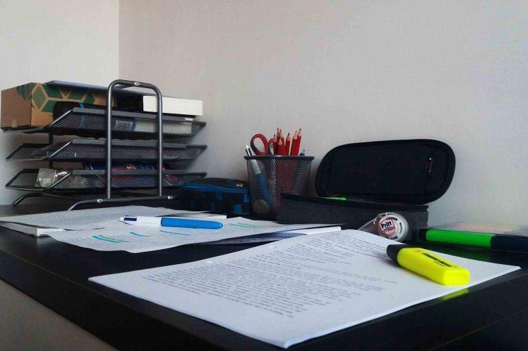 De meeste kotstudenten wonen en studeren door de coronacrisis weer voltijds thuis.