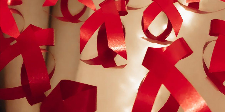 Het symbolische rode aidslintje
