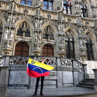 Jongen met vlag van Venezuela