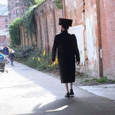 Joodse man wandelt