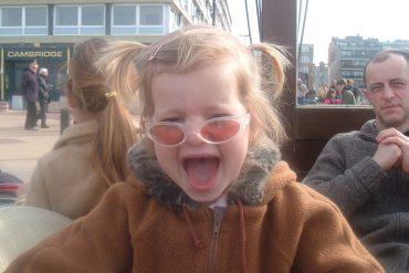 Kindje aan zee
